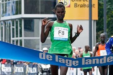 Georgina Rono clocks 2:24:33 to win in Eindhoven (Delmeire Images)