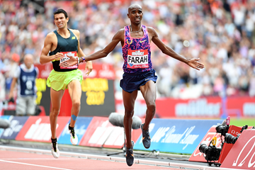Mo Farah wins the 3000m at the IAAF Diamond League meeting in London (Errol Anderson)