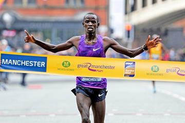 Stephen Sambu wins the 2015 Great Manchester Run (Mark Shearman)