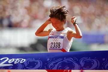 Naoko Takahashi winning the 2000 Olympic marathon title (Getty Images)