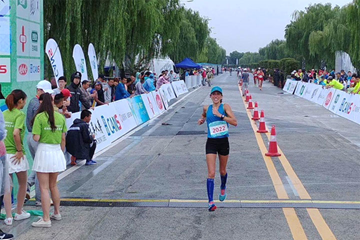 Antonella Palmisano in action at the Around Taihu International Race Walking Multi-Day Competition ()