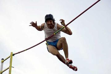Toby Stevenson flying high in Modesto (Don Gosney)