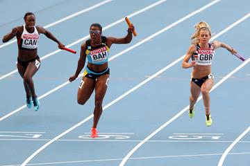 Debbie Ferguson-McKenzie of The Bahamas in action in the 4x100m (Getty Images)