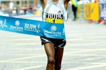 Haile Gebrselassie wins 10km in Manchester in 2005 (Mark Shearman)