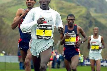 Kipchoge on his way to victory in the 2005 Edinburgh xc (Mark Shearman)