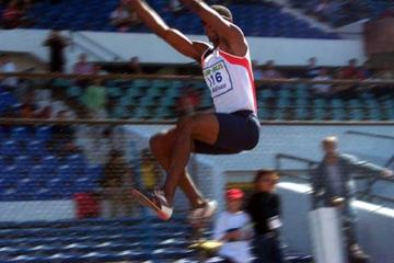 Irving Saladino (PAN) jumps to 8.26m in Santiago (Francisco Ibarra)