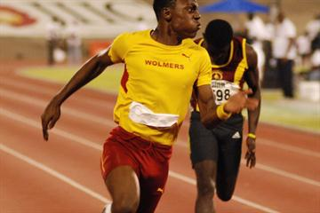 Odean Skeen of Wolmer's wins the boys' Class two 100m U-17 at the 2010 JAM Schools Champs (Anthony Foster)