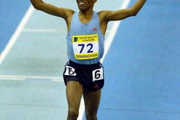 Gebrselassie crosses the line in a Two Mile World best - 8:04.69 (Getty Images)