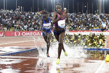 Hyvin Kiyeng and Ruth Jebet battling in Doha (Hasse Sjogren)