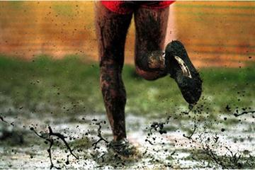 The wet conditions at the 2001 World XC in Ostend (Getty Images)
