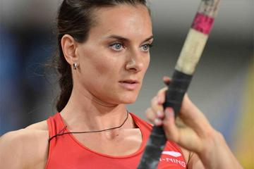 Yelena Isinbayeva in action in the Pole Vault at the Shanghai Diamond League (Jiro Mochizuki)