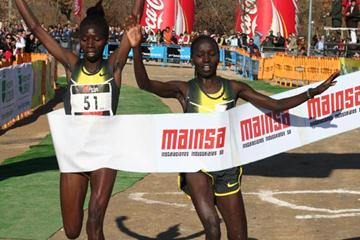 Could it be any closer? Eunice Jepkorir (l) edges Vivian Cheruiyot in Alcobendas (Pedro Velarde)
