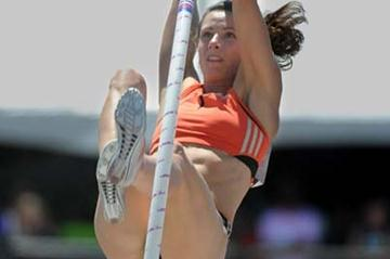 Jenn Stucyzynski rises to 4.90m American record in Carson (Kirby Lee)