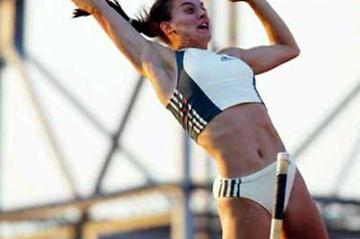Yelena Isinbayeva clears 4.82 - World record - in Gateshead (Getty Images)