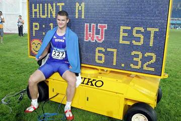 Hunt of Estonia with his World record scoreboard (Getty Images)