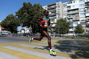 Eliud Kipchoge in action at the 2012 IAAF World Half Marathon Championships (Getty Images)