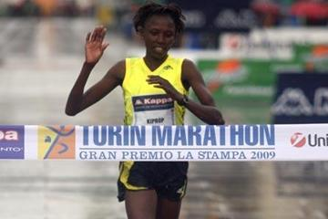 Agnes Kiprop wins the 2009 Turin Marathon (Giancarlo Colombo)