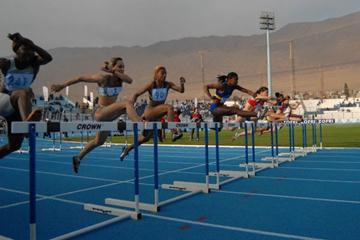 Action in the women's 100m Hurdles final at the Ibero-American Championships (Fedachi)