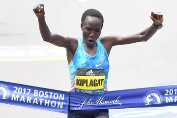 Edna Kiplagat triumphant in Boston (Victah Sailer)