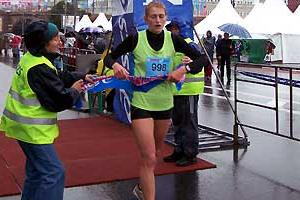 Tatyana Vernigor (UKR) wins the 2007 Moscow Marathon (Yelena Kurdyumova and Sergey Porada)