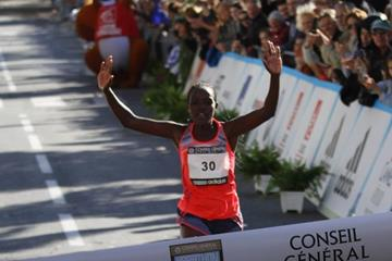 Salina Jebet Kosgei wins at the 2013 Marathon des Alpes-Maritimes Nice-Cannes (Organisers / mouv-up.com)