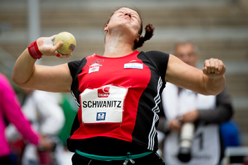 Christina Schwanitz in the shot at the ISTAF meeting in Berlin (AFP / Getty Images)
