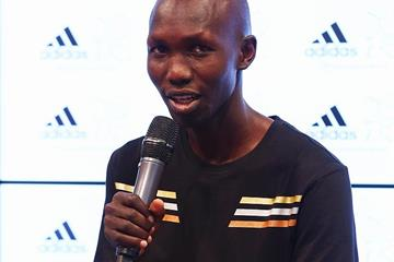 Kenyan marathon runner Wilson Kipsang speaks to the media (Getty Images)