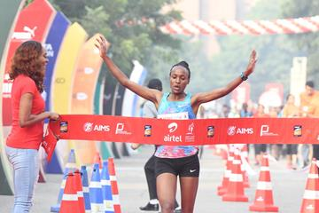 Ethiopia's Tsehay Gemechu breaks the course record at the Airtel Delhi Half Marathon (Procam International/organisers)