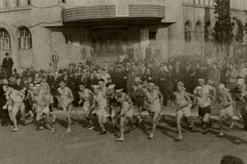 Fukuoka Marathon - 33 runners start the first race, 7 December 1947 (The Asahi Shimbun)