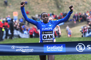 Yasemin Can wins the senior women's race in Edinburgh (Mark Shearman)