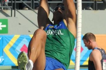 Fábio Gomes da Silva vaulting in Fortaleza (Eduardo Biscayart)