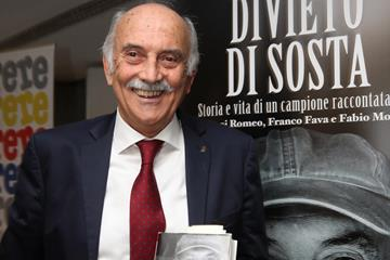 Franco Arese with his biography, Divieto di Sosta (Giancarlo Colombo)