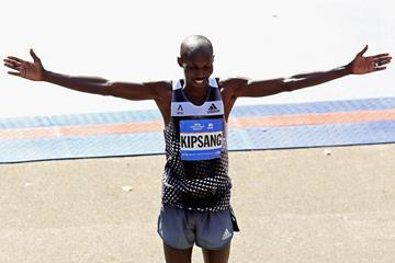 Wilson Kipsang celebrates his victory at the New York Marathon (Getty Images)
