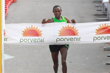 1:02:20 course record for Geoffrey Mutai at the Bogota Half Marathon       (Victah Sailer)