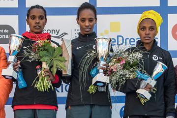 Women's winner Tejitu Daba (centre) with runner-up Dibabe Kuma (left) and third-placed Salome Nyirarukundo (right) at the Barcelona Half Marathon (Organisers)