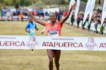 A familiar site - Senbere Teferi wins the Atapuerca Cross Country (Fundación ANOC)