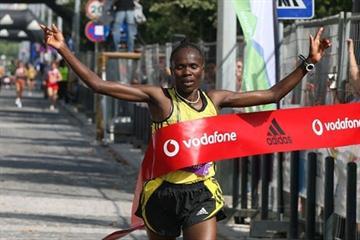 Kenya's Helena Kirop wins the women's race (Marcelino Almeida)