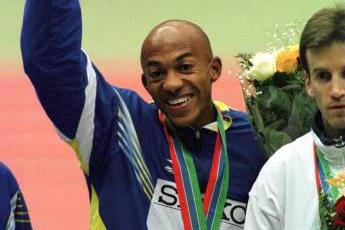 Frank Fredericks receiving Gold Medal (© Allsport)