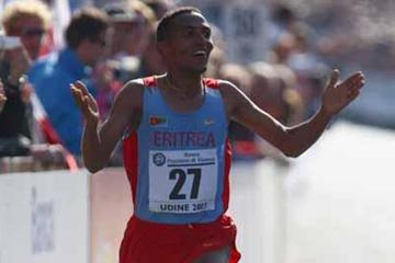 Zersenay Tadese of Eritrea celebrates victory in Udine (Getty Images)