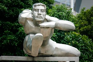 Hurdlers sculpture at Shanghai Stadium (Bob Ramsak)