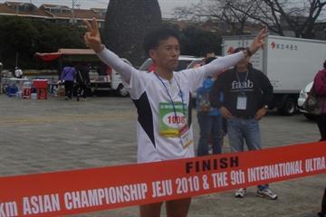 Dong Mun Lee of Korea winning the IAU Asian 100Km title (Hillary Walker)