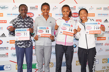 Nancy Kiprop, Helen Tola, Fatuma Sado and Nolene Conrad ahead of the Vienna City Marathon (VCM / Leo Hagen)