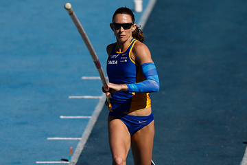 Fabiana Murer in the pole vault at the Brazilian Championships (Getty Images)