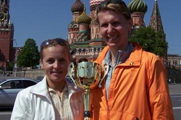 Moscow International Half Marathon winner Yulia Gromova (r) with her coach (Yelena Kurdyumova/Sergey Porada)