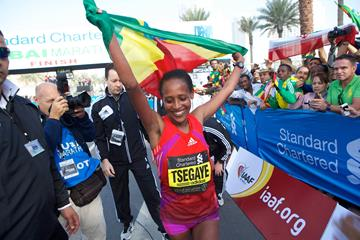 Tirfi Tsegaye after winning the 2013 Dubai Marathon (Organisers)