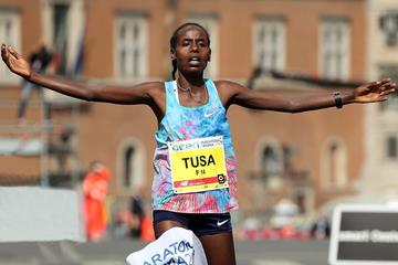 Rahma Tusa wins the Rome Marathon - again (Giancarlo Colombo)