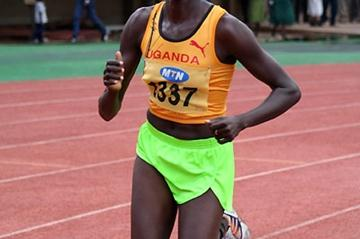 Adero Nyakisi on her way to 5000m win in 2009 Ugandan Championships (Daniel Senfuma)