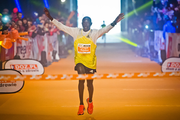 Kenya's Albert Matebor wins the Lodz Marathon (SportoGrafia.pl)