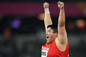 Gong Lijiao celebrates her shot put victory (Getty Images)
