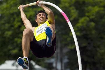 Oleksiy Kasyanov of Ukraine pole vaulting in Kladno (Pavel Gryc)